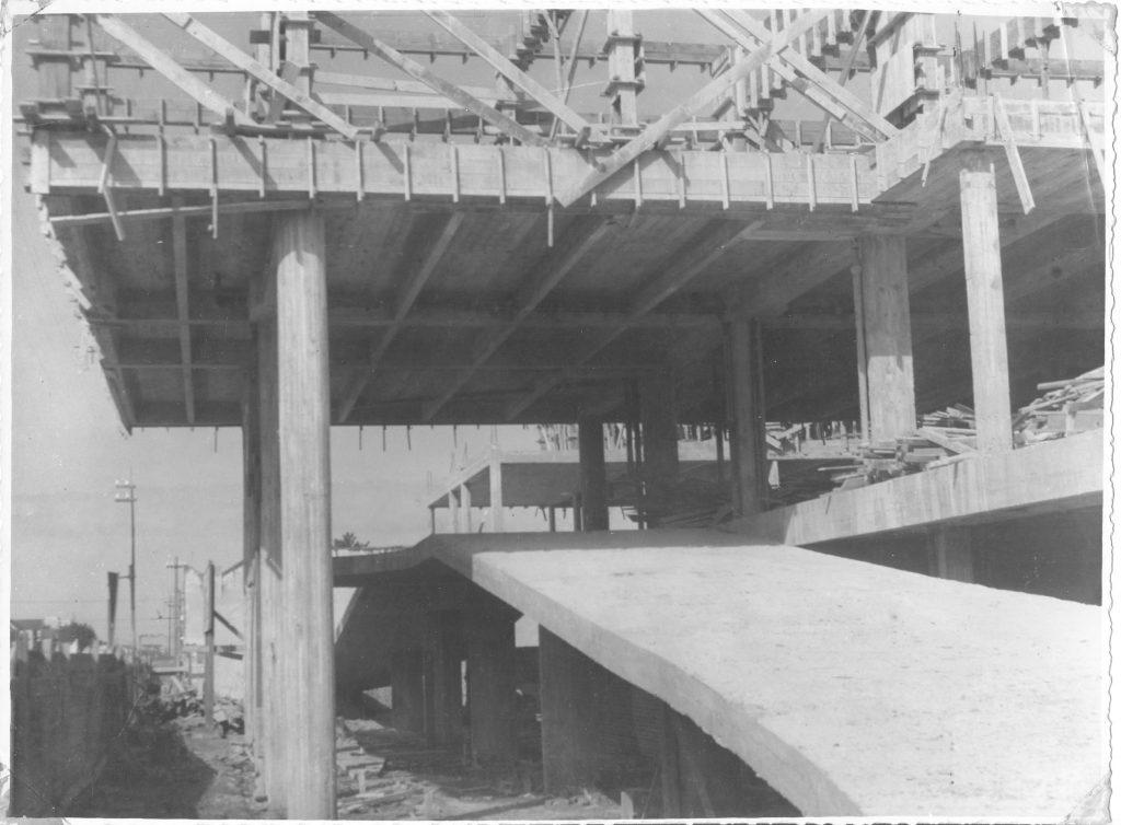 Rampa do Hospital São Francisco de Paula e estrutura sendo erguida