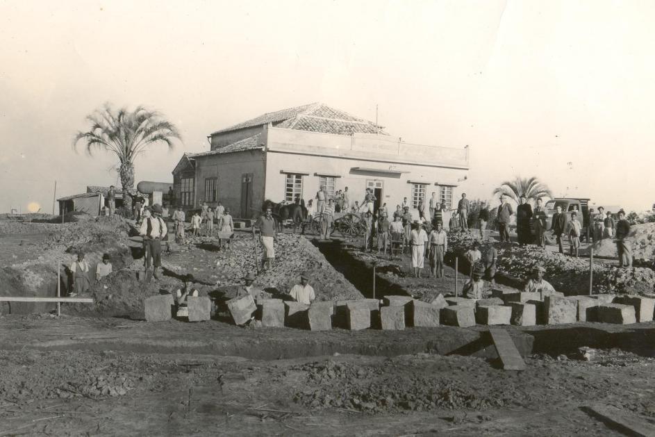 Obras do primeiro prédio do Instituto de Menores Dom Antônio Zattera