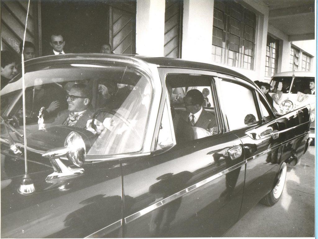 Dom Antônio Zattera, a frente do Instituto de Menores, com o presidente da república Jânio Quadros